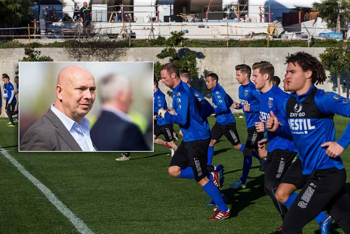 Willem II traint in Marbella. Inzet: Joop Gall.