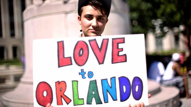 In steden in de hele VS wordt solidariteit betuigd met Orlando en de slachtoffers van de schietpartij. Beeld reuters