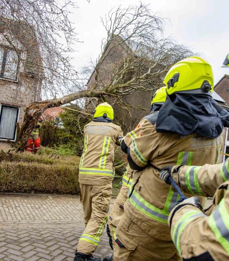 Tientallen meldingen vanwege stormschade in Zeeland, boulevard Vlissingen weer open