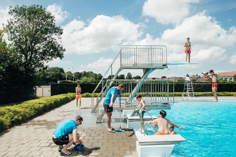 26780fd89a5 Het openluchtzwembad van het Nederlandse grensdorpje Koewacht. Beeld thomas  nolf