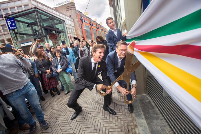 Drukte bij opening van Hudson's Bay in de Haagse Grote Marktstraat afgelopen donderdag.