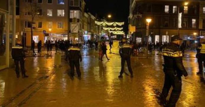 De politie voerde charges uit in en rond de Herestraat.