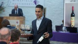 Wereldrecords sneuvelen op wijnveiling: fles van 1,5 liter gaat voor 60.000 euro onder de hamer