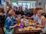Een tafel vol met schaaltjes bij Bali Baru in Roosendaal