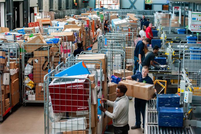 Vakbond FNV voorziet grote chaos bij PostNL dit jaar.