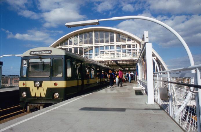 Alleen reizigers mogen gebruik maken van het parkeerterrein bij metrostation Spijkenisse-centrum.