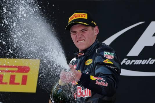 Max Verstappen viert zijn zege in Barcelona op 15 mei 2016.