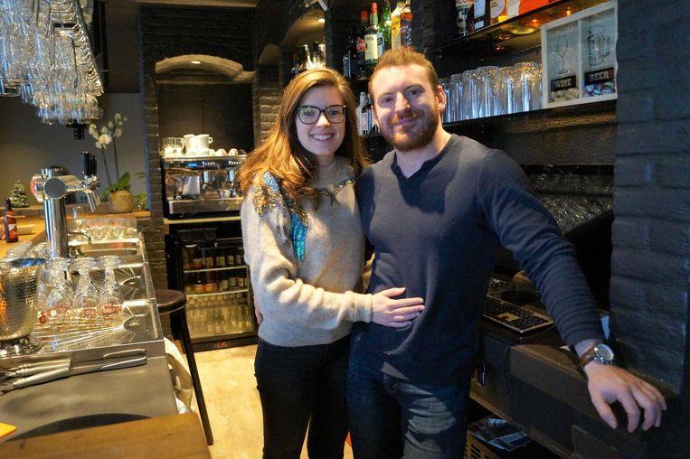 Michiel Van Parys (28) en Celine Dewulf (20) hebben café De Mol intensief verbouwd.