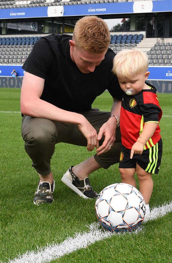 Kevin De Bruyne en zijn zoontje Mason Milian.