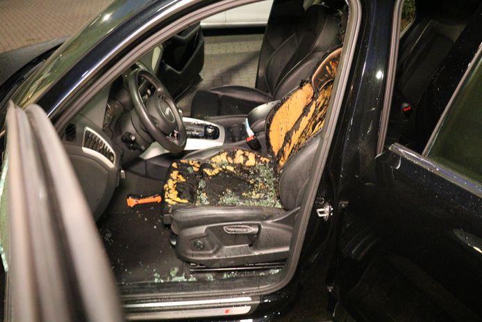 De schade aan de auto bleef beperkt tot de bestuurdersstoel.