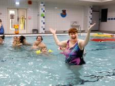 Badjuffrouw Joke, al 40 jaar de gangmaker in het zwembad