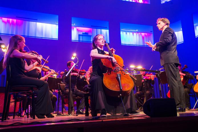 Celliste Jitske Wildemans was een van de zes finalisten van Young Classical Talent Award. Ze werd in de Concertzaal begeleid door Kamerata Zuid met dirigent Frank Adams.