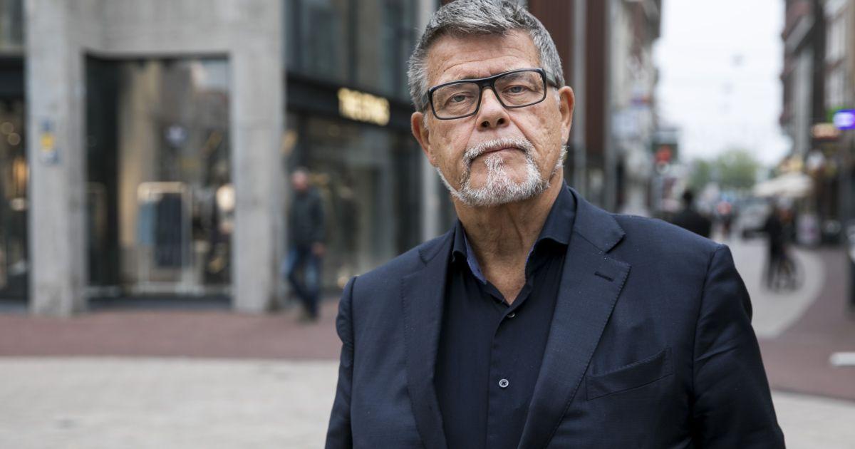 'Positiviteitsgoeroe' Emile Ratelband (69) trekt naar rechter om officieel 20 jaar jonger te worden
