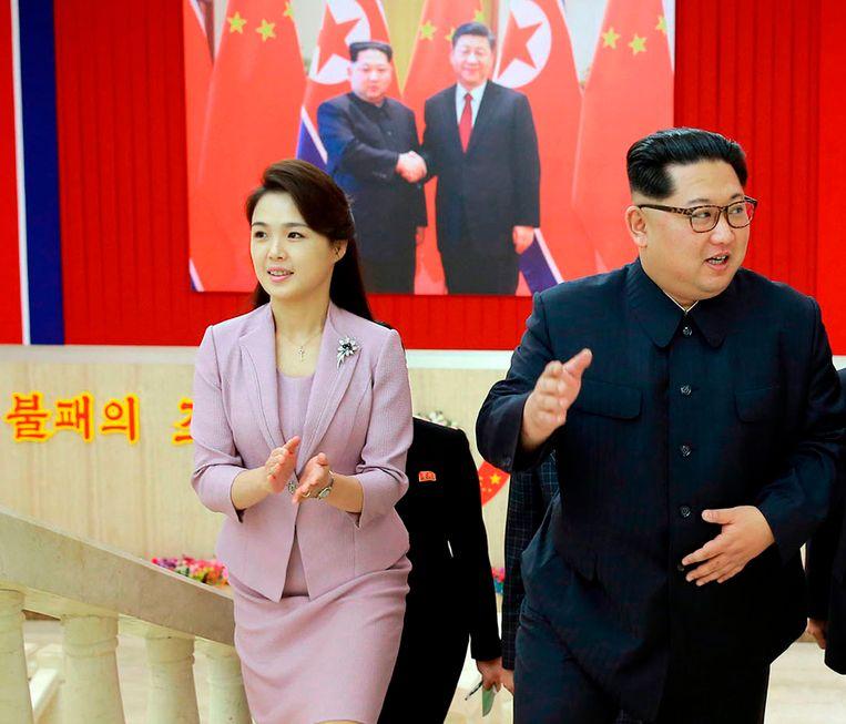 De Noord-Koreaanse leider met zijn vrouw.  Beeld AP
