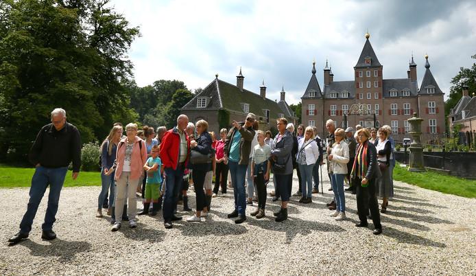 Een IVN rondleiding door het kasteelpark in Renswoude