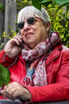 De Luisterlijn maakt overuren in coronatijd: 'Mensen zijn radeloos en voelen zich zó alleen'
