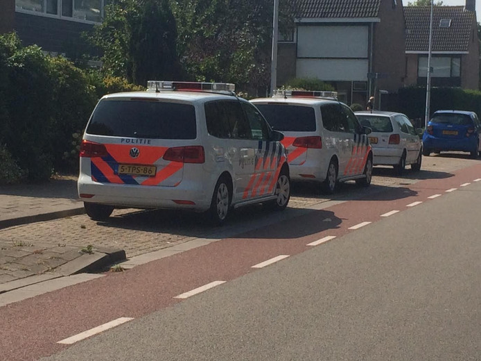 Politie in de Frederik van Eedenstraat in Terneuzen.