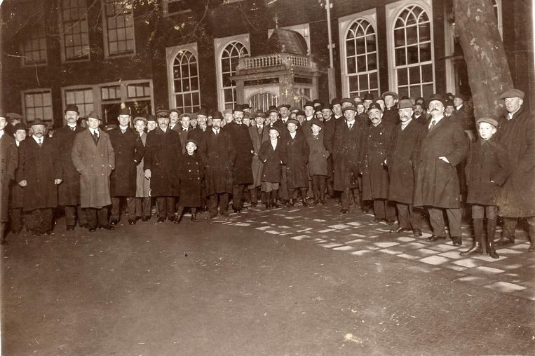 Bedevaartgangers in 1913 Beeld Hollandse Hoogte