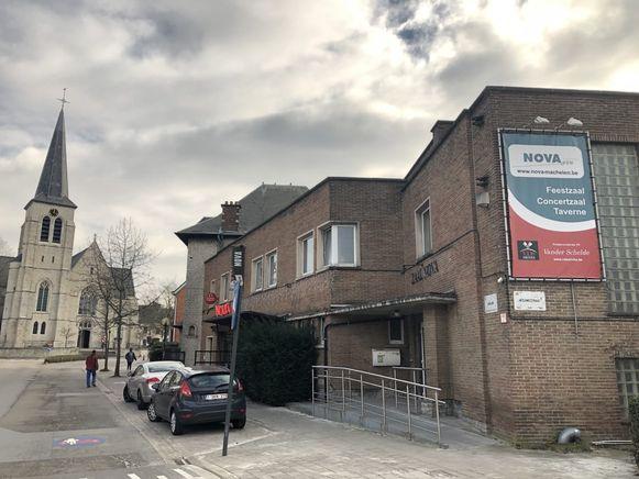 Door de voormalige cinemazaal in het Nova-complex te laten erkennen als bouwkundig en cultureel erfgoed hopen de vzw Nova, de verenigingen en de gemeente dat de mogelijk afbraak definitief van de baan is.