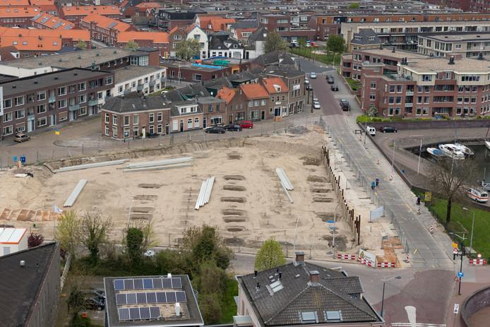 Het bouwterrein aan de Buitenhaven, waar een parkeergarage moet komen.