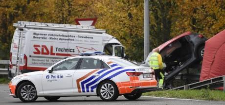 """Le conducteur chanceux témoigne après sa collision avec des cambrioleurs sur l'E19: """"J'ai cru que je ne reverrais plus mon bébé"""""""