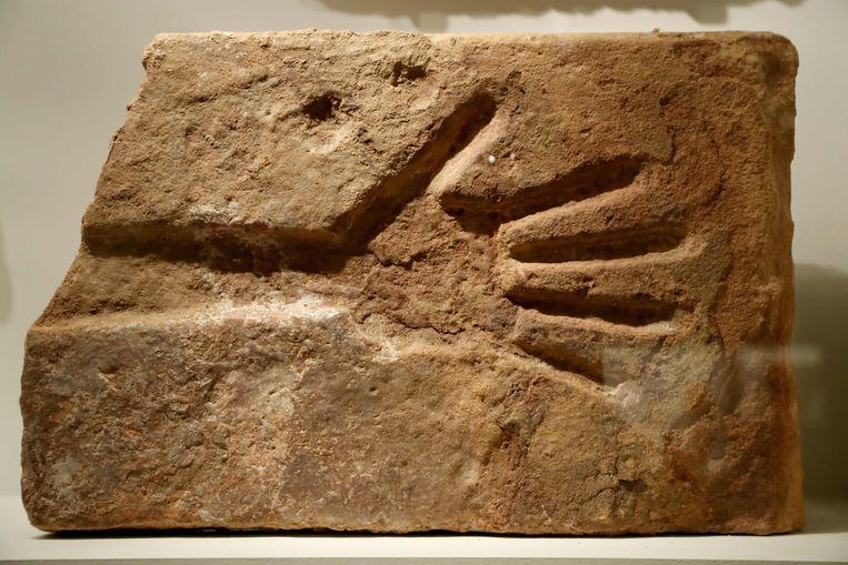 In het Institut Du Monde Arabe in Parijs begint vandaag de tentoonstelling Al-Ula Merveuille d'Arabie (Arabisch wonder), met tot 7000 jaar oude voorwerpen uit Al-Ula, een archeologische vindplaats in Saudi-Arabië.   Beeld AFP
