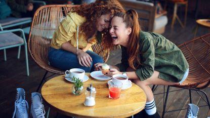 Volgens nieuwe studie maakt lachen je echt gelukkiger