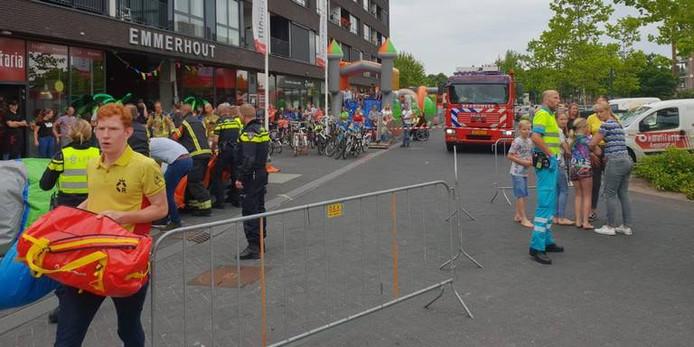 Hulpdiensten zijn ter plaatse na het ongeluk met het speelkussen.