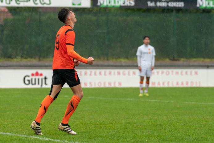 Tim Waterink (hier op archieffoto) was zaterdagavond de grote man in de Betuwse voetbalderby. Hij maakte 0-1 en 0-2 voor De Bataven.