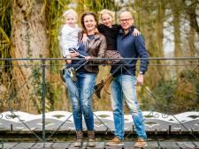 Gemengde gevoelens in Oost-Nederland na versoepeling richtlijnen: Wat is een bruiloft zonder een knuffel?