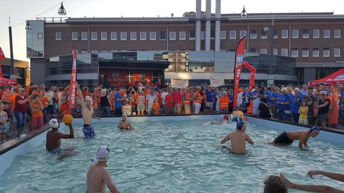 Onder andere in een zwembad werd actie gevoerd