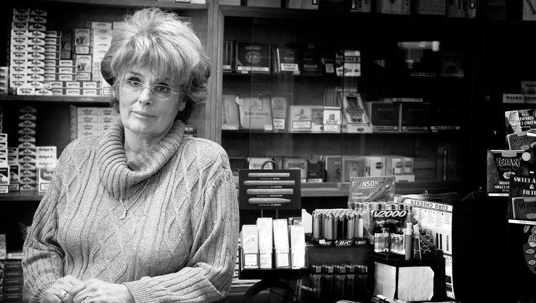 An Hartman in haar tabakswinkel, in 2004 Beeld Geert Snoeijer