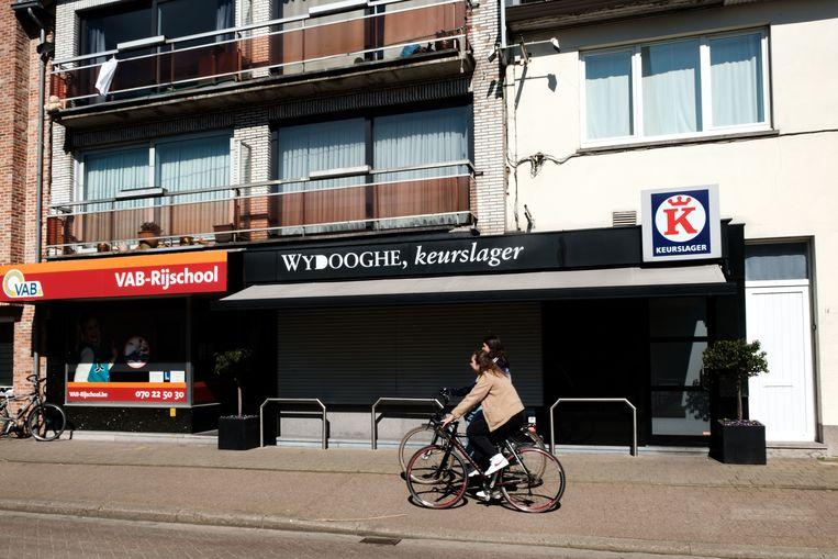 Borsbeek in lockdown. Keurslager Wydooghe in de Rabianostraat.