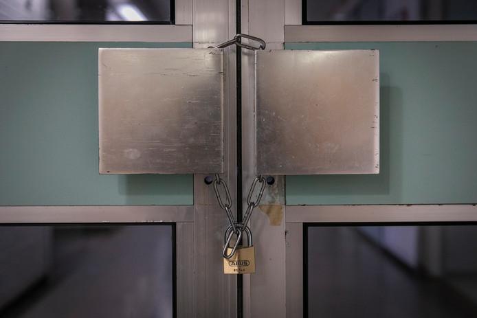 De deuren van een afdeling van het MC Slotervaart zitten op slot.