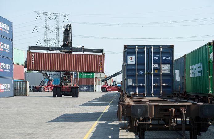 Volop bedrijvigheid in de logistiek in Tilburg, zoals hier bij GVT Intermodal.
