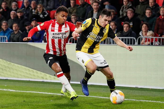Donyell Malen tijdens het vorige thuisduel met Vitesse.