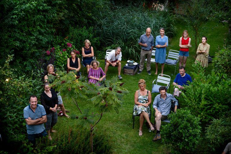 Tuinconcert in Amsterdam-Oost, geboekt via de site samenuitthuis.nl. Beeld Pauline Marie Niks