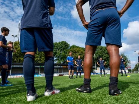Voetballers bijna allemaal 'met pionnen bezaaid veld' op, HAVO gaat drie keer week en de BOA kijkt mee in Zetten