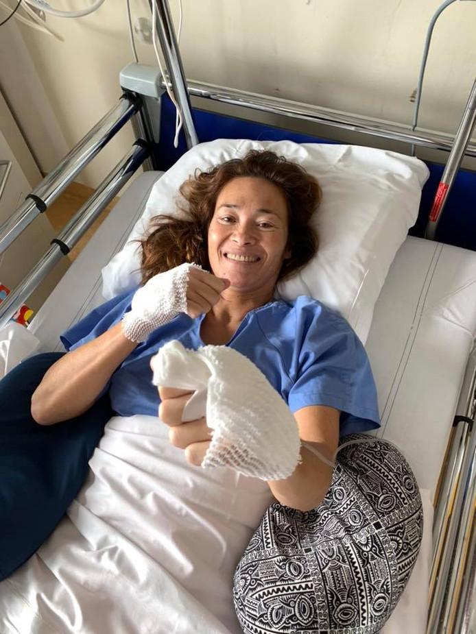 Bibian Mentel in het ziekenhuisbed