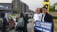 Dries Van Langenhove protesteert aan school omdat Vlaams Belang niet mag deelnemen aan debat