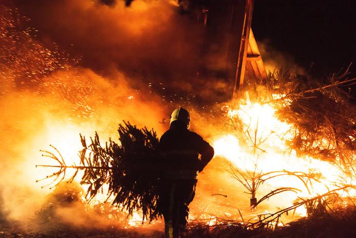 De traditie van kerstboomverbrandingen wordt in een aantal dorpen in de regio nog in ere gehouden. Naast Riel zijn dat bijvoorbeeld Gilze en Middelbeers