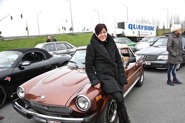 Sofie Depierre met haar Fiat Spider kwam ook protesteren.