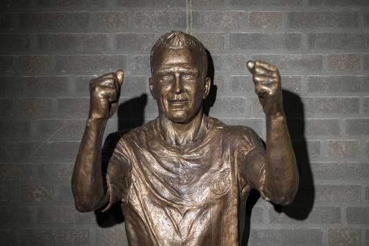 Bij het stadion van Fortuna Sittard werd onlangs een standbeeld van Fernando Ricksen onthuld.