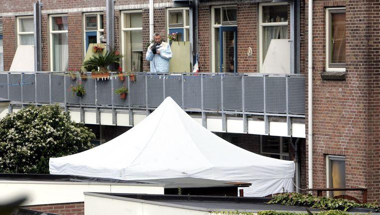 De politie op zoek naar sporen in de woning in Rotterdam-Zuid van de opgepakte verdachte in de moordzaak van het zogenoemde Maasmeisje. Zij was een van de aanleidingen voor de ontwikkeling van de Verwijsindex Risicojongeren Beeld ANP