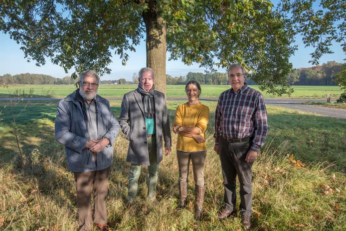 De Werkgroep Bruggerhuizen met van links naar rechts Ad Maas, Leo Wijnen, Dian Maas en Joop Kennis.