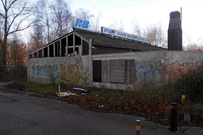 Vervallen garage Piet van Beurden.