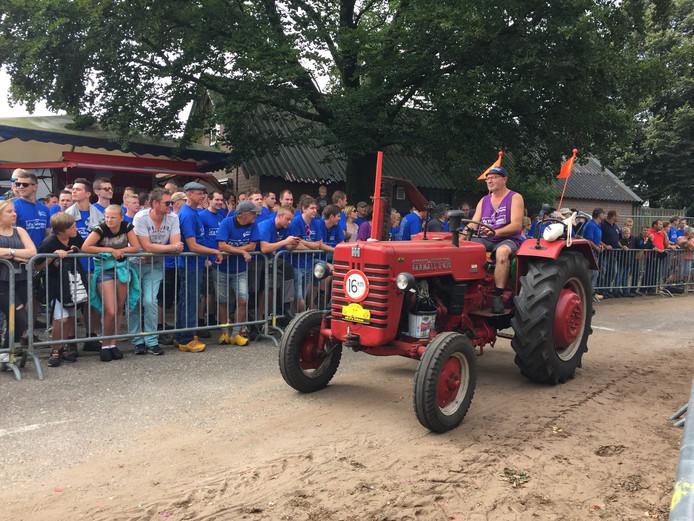 De toeschouwers zagen honderden verschillende soorten tractoren.