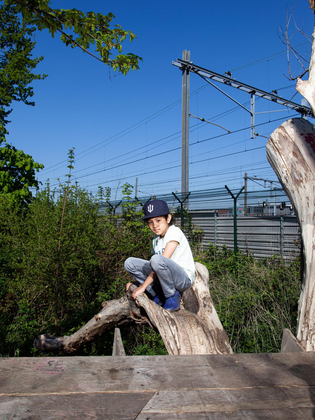 Xavi Hasham: 'Ik vind het leuk om met mijn vader te sporten, dan gaan we een balletje gooien.' Beeld Adriaan van der Ploeg
