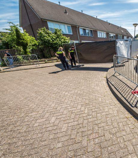 Zwarte schermen in Haaksbergen: politie maakt reconstructie van drama rond dode baby