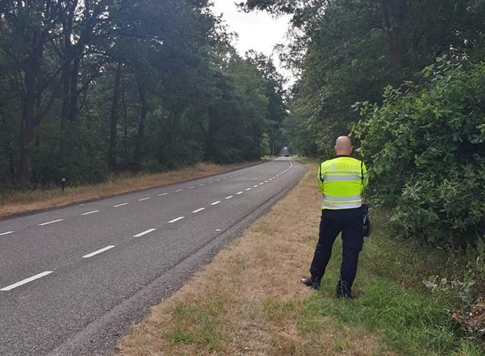 De politie heeft aangekondigd de komende tijd de snelheidscontroles op de Luttenbergerweg tussen Hellendoorn en Luttenberg voort te zetten.